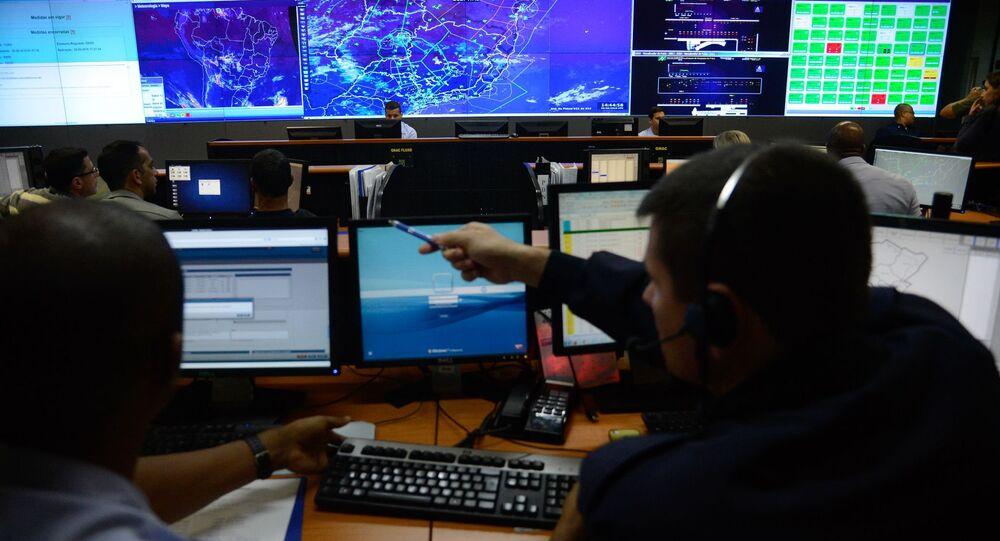 Salão operacional do Departamento de Controle do Espaço Aéreo, no Aeroporto Santos Dumont
