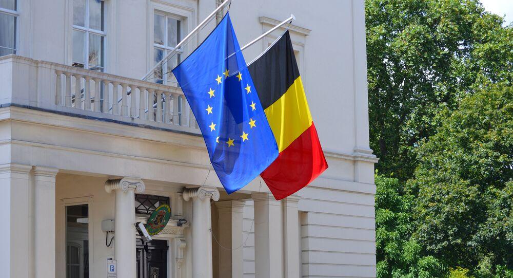 Bandeiras belga e europeia