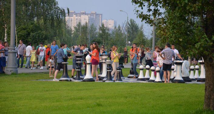 Xadres gigantes no parque de Brateevo (Moscou) no âmbito do II Festival de Fogos de Artifício. Segundo dia do festival.