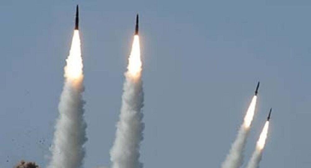 O Iskander-M (SS-26 Stone, segundo a classificação da OTAN) é um sistema de mísseis balísticos móvel projetado para destruir diferentes alvos no solo a uma distância de até 500 quilômetros