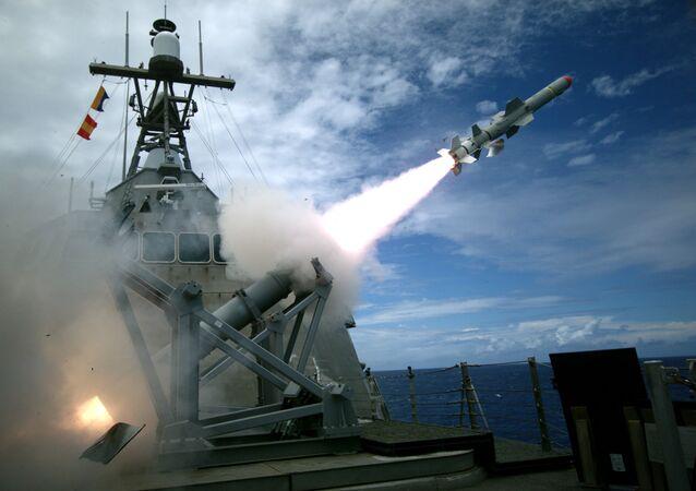 Lançamento de teste do míssil Harpoon pela Marinha norte-americana
