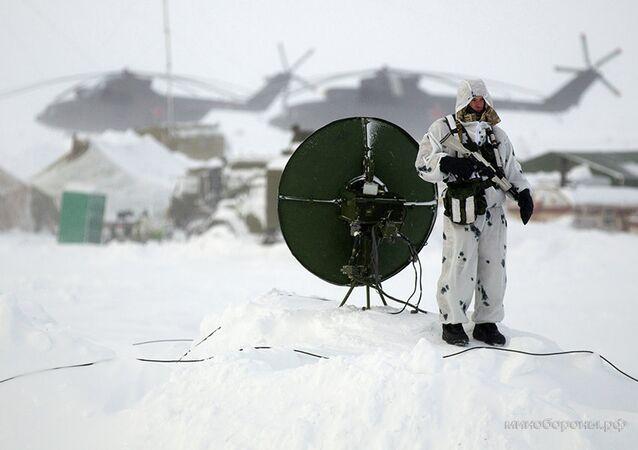 Soldado russo no Ártico