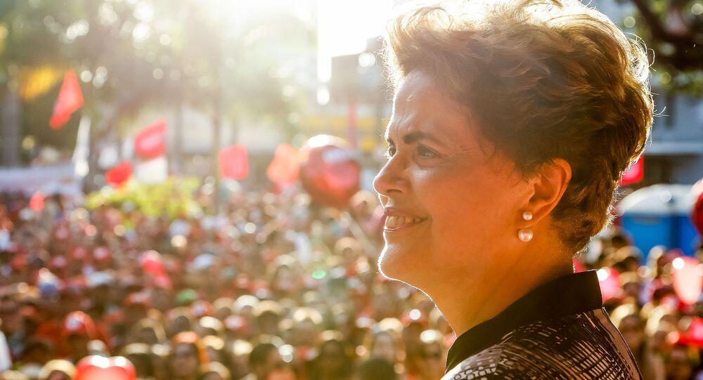 Dilma Rousseff em ato popular em Aracaju