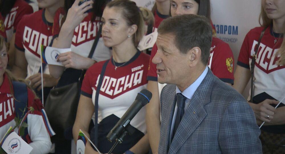 Atletas russos partem ao Rio