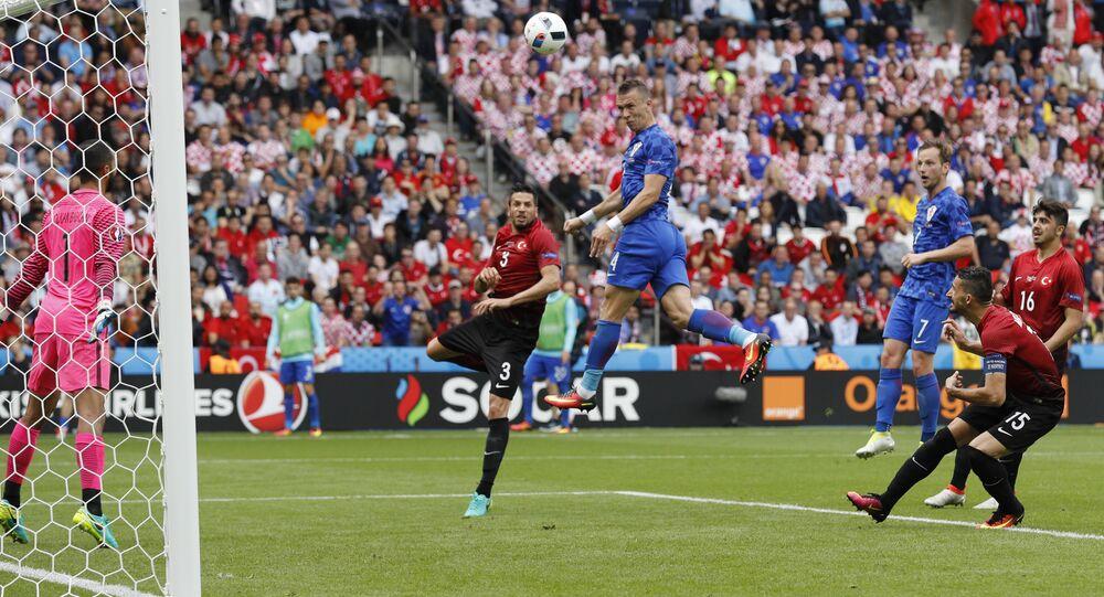 Jogo Turquia-Croácia no Euro 2016 em França, estádio Parc des Princes em Paris