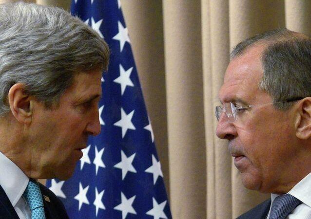 Jonh Kerry, secretário de Estado dos EUA, em encontro com o chanceler russo Sergei Lavrov