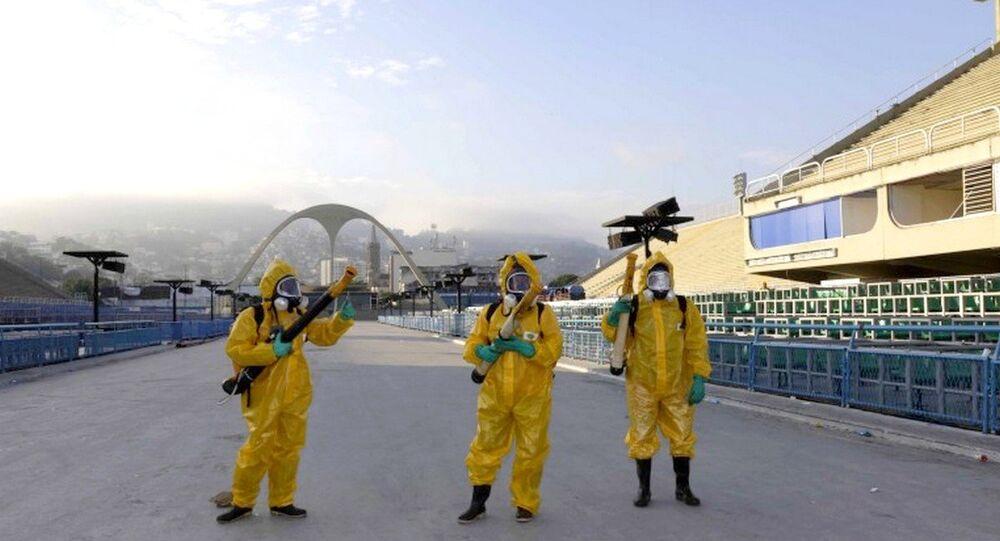 Agentes da Secretaria Municipal de Saúde do Rio de Janeiro em ação de combate ao mosquito Aedes aegypti no Sambódromo