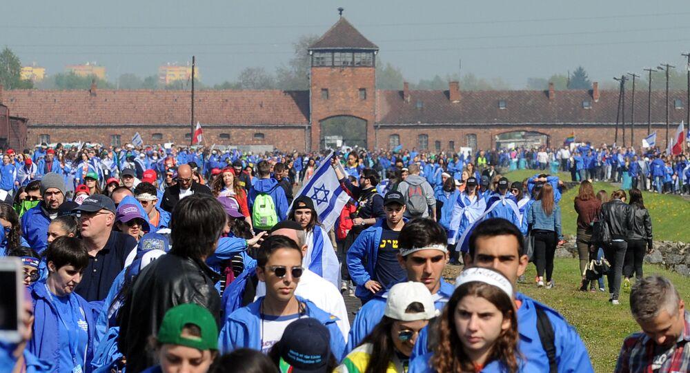 Participantes da Marcha dos Vivos em Auschwitz
