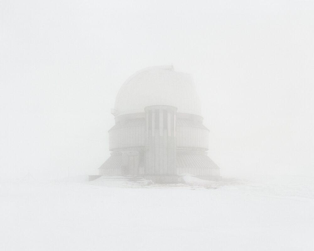 Um observatório deserto localizado em uma área com as melhores condições para observações espaciais