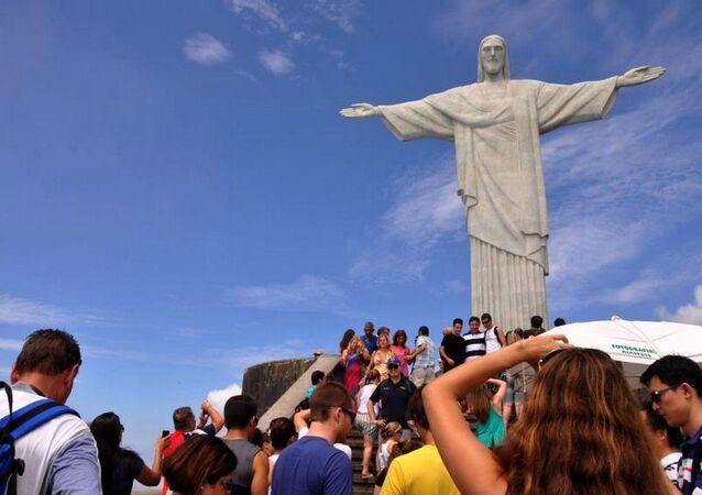 Cristo Redentor vai ser iluminado com as cores verde e amarelo pelos Jogos e pela paz