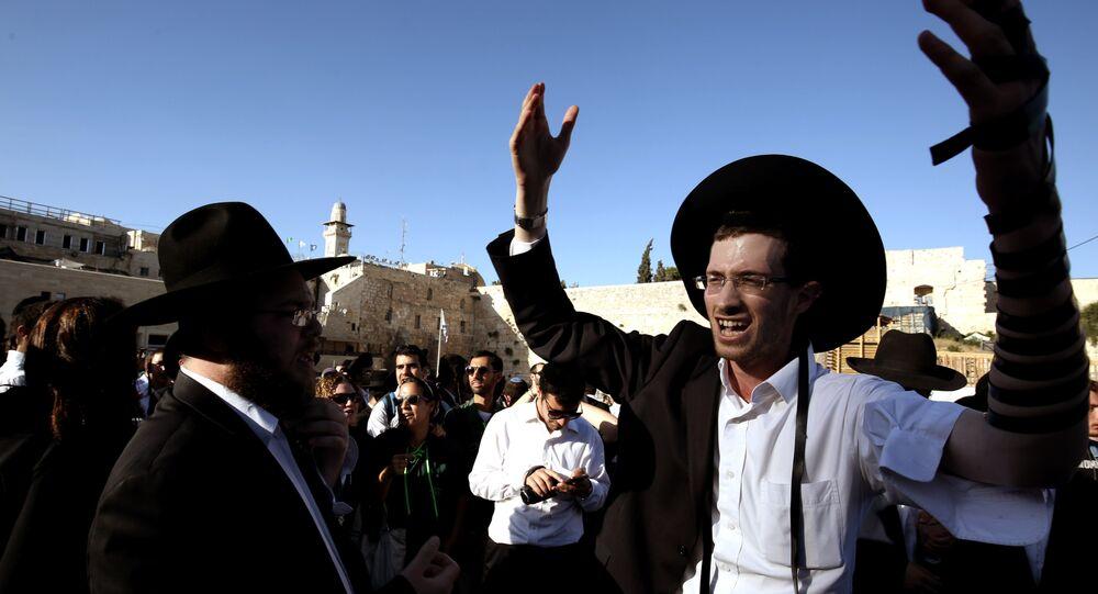 Homem judeu em Jerusalem durante as manifestações, 16 de junho, 2016