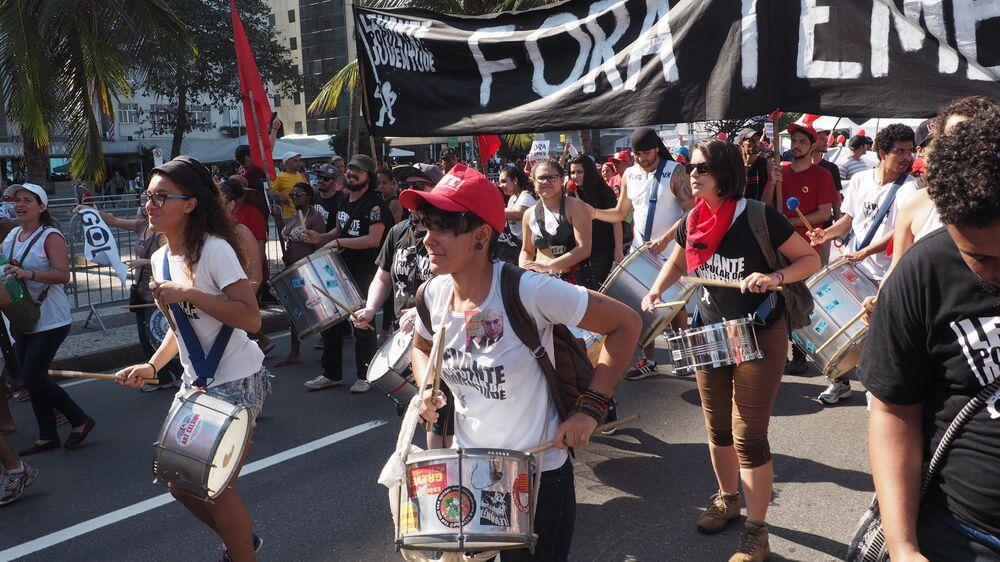 Batucada na manifestação contra Temer em Copacabana