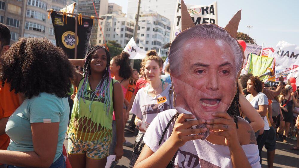 Máscara de Temer em protesto em Copacabana