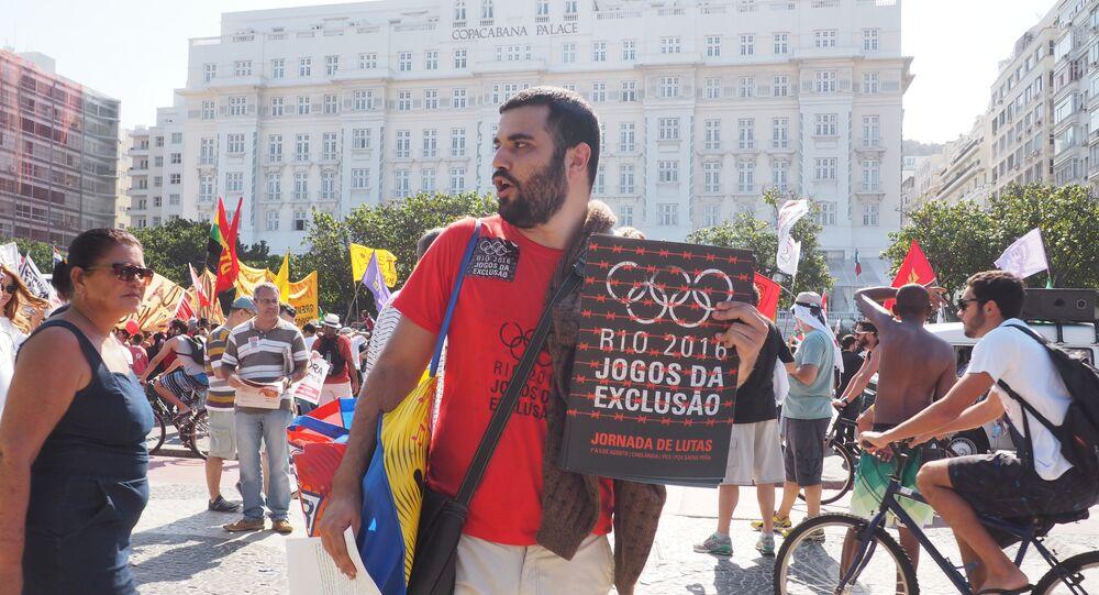 Alessandro Biazzi, professor, no ato contra Temer na praia de Copacabana