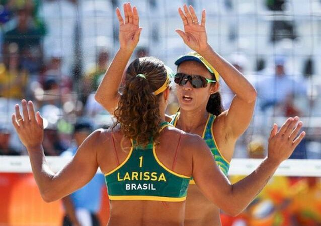 Larissa e Talita vencem a dupla russa no vôlei de praia