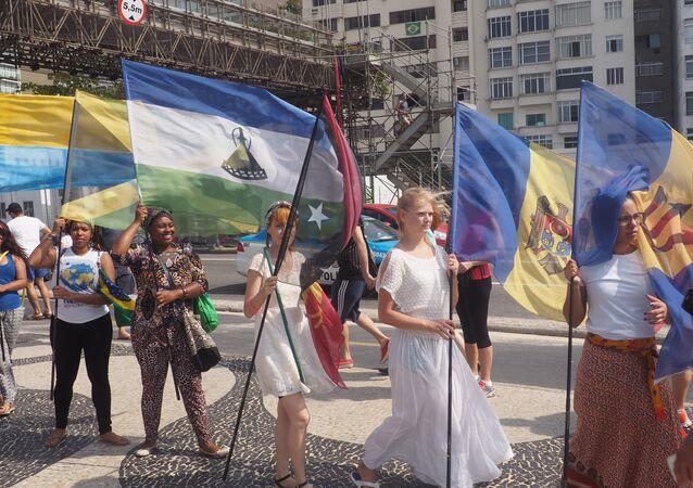Caminhada pela paz da Rede Global de Artes - Copacabana, Rio, 7 de agosto de 2016