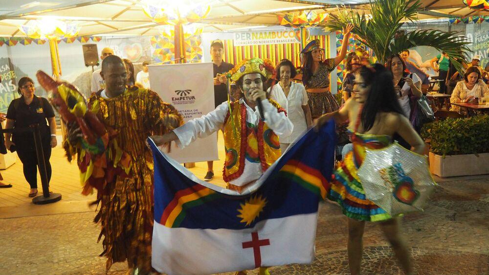 Artistas de Pernambuco enriquecem a festa dos turistas em Copacabana