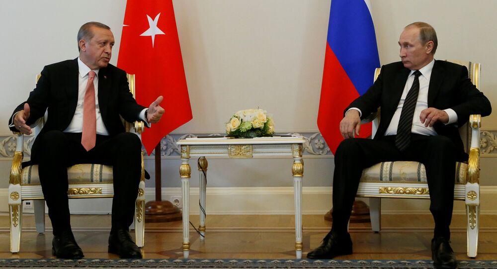 Presidente russo, Vladimir Putin, e presidente turco, Recep Tayyip Erdogan, durante encontro em São Petersburgo, Rússia, em 9 de agosto de 2016