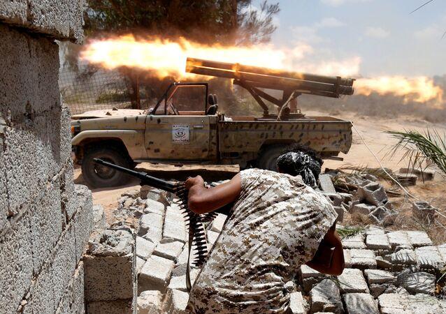 Tropas líbias lutando contra terroristas