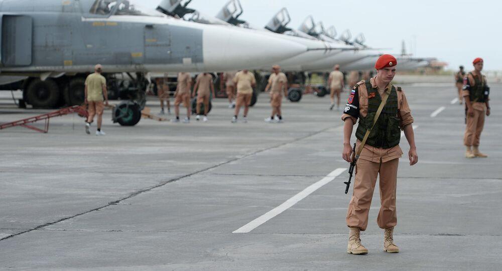 Militares russos na base aérea de Hmeymim, na Síria (arquivo)