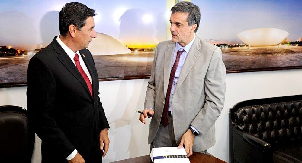 Advogado José Eduardo Cardozo entrega defesa de Dilma ao Senado