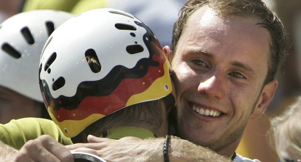 Stefan Henze em foto de arquivo com o seu antigo parceiro Marcus Becker, nas Olimpíadas de Atenas