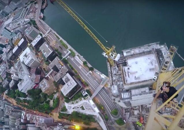 Que vista assombrosa! Atrevidos capturam imagens espetaculares de Hong Kong