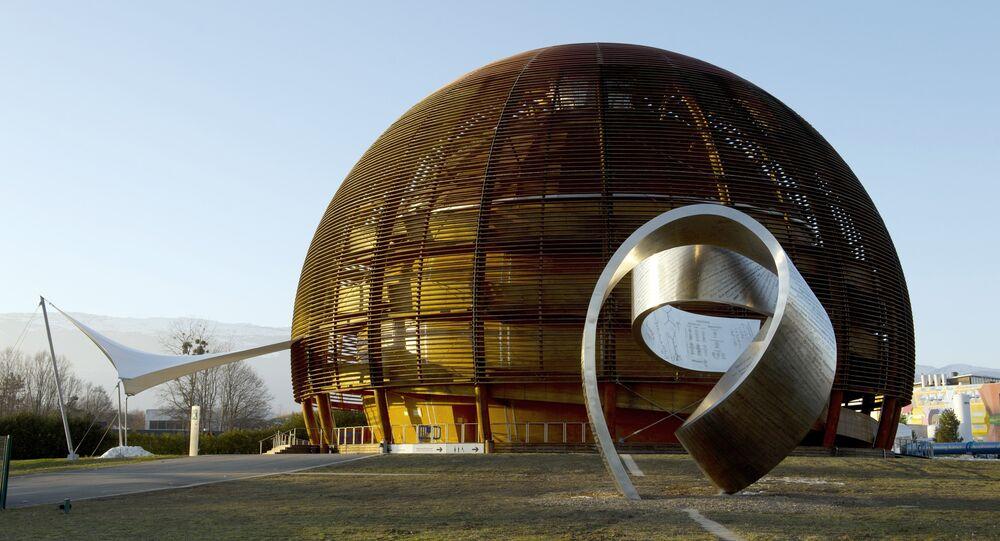 Globo de ciência e inovação na Organização Europeia para a Pesquisa Nuclear (CERN) perto de Genebra, Suiça, 17 de agosto de 2016