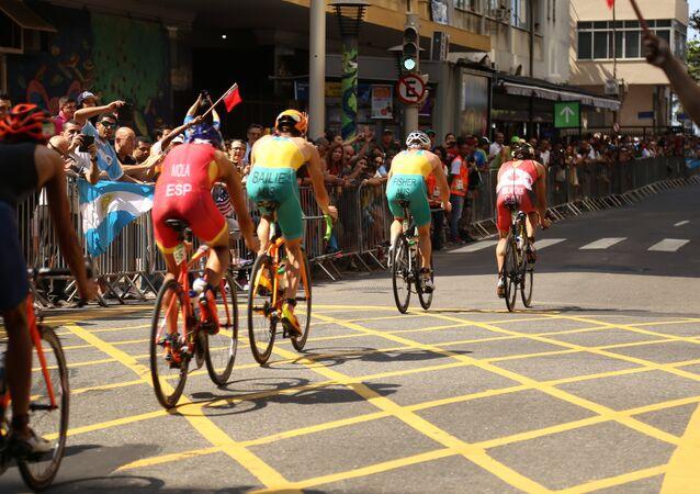Prova de triatlon em Copacabana, Rio de Janeiro.