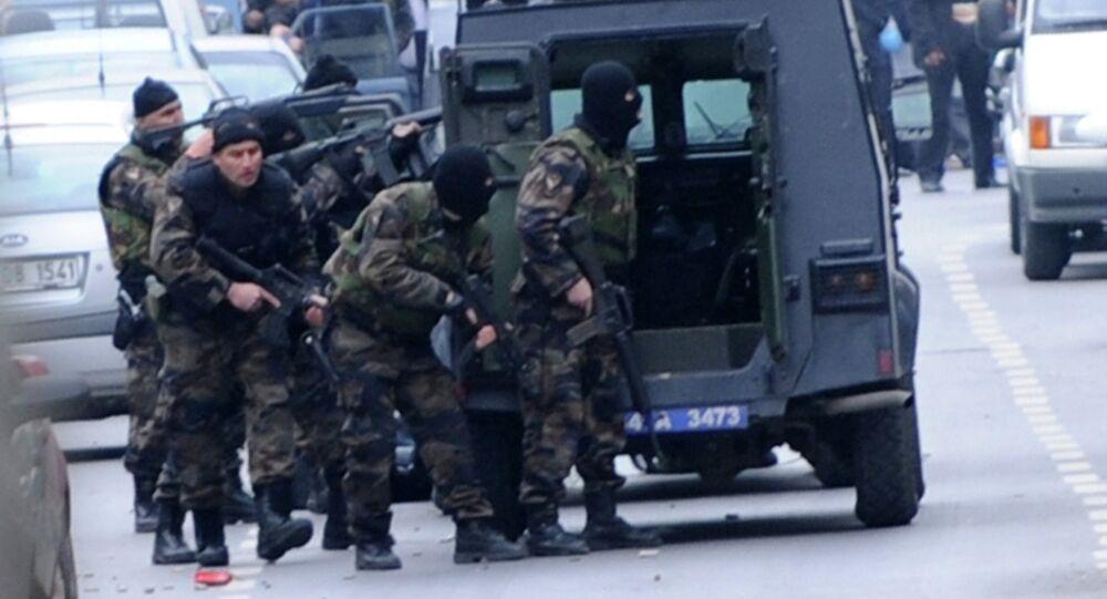 Forças especiais turcas durante operação em Istambul (arquivo)