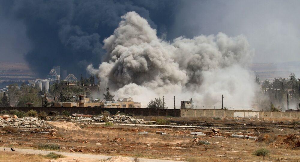 Fumaça sobre Aleppo após violentos confrontos entre rebeldes e forças governamentais