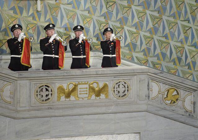 Esta foto mostra músicos atuando durante a cerimônia de entrega dos prêmios Nobel da Paz em 10 de outubro de 2015, em Oslo