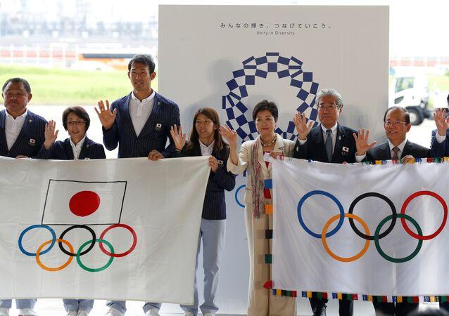 Chegada da bandeira olímpica a Tóquio