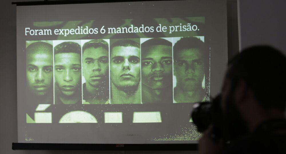 Fotos dos suspeitos do estupro coletivo no Rio de Janeiro são mostradas durante uma coletiva de imprensa em 17 de junho de 2016