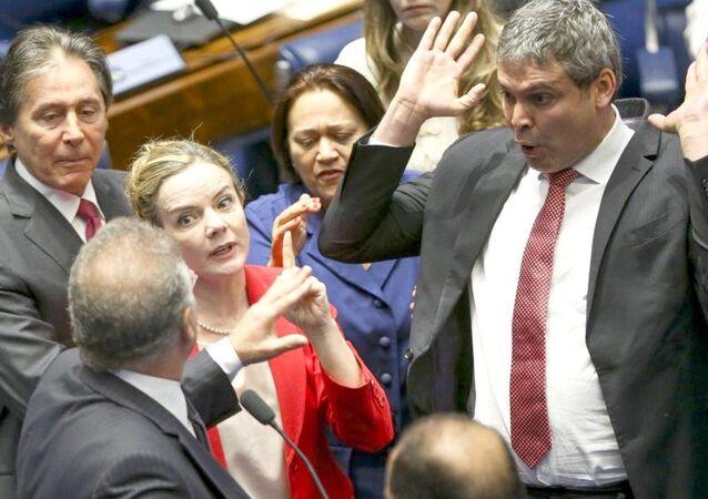 Segundo dia de Julgamento no Senado com ânimos exaltados entre os senadores