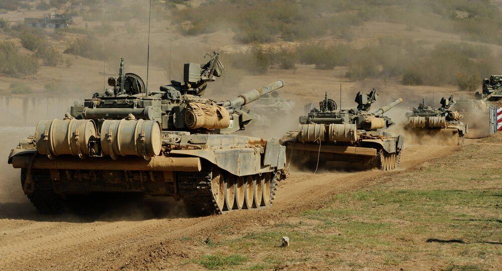 Tanques T-90A participam de exercícios no Daguestão, Rússia, 25 de agosto de 2016