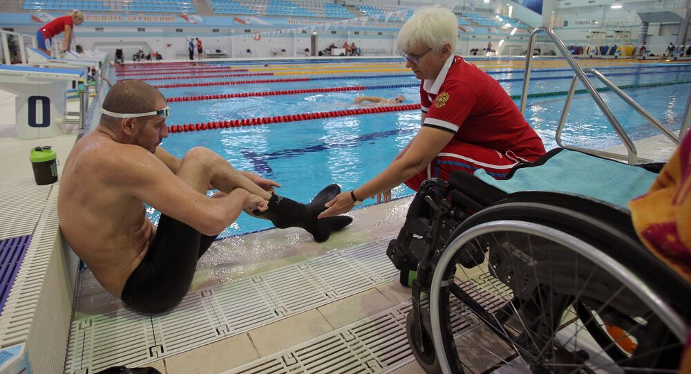 Equipe paralímpica russa de natação em treinamento
