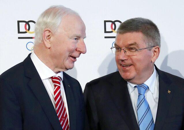 Presidente do Comitê Olímpico Irlandês, Patrick Joseph Hickey com o presidente do Comitê Olímpico Internacional, Thomas Bach