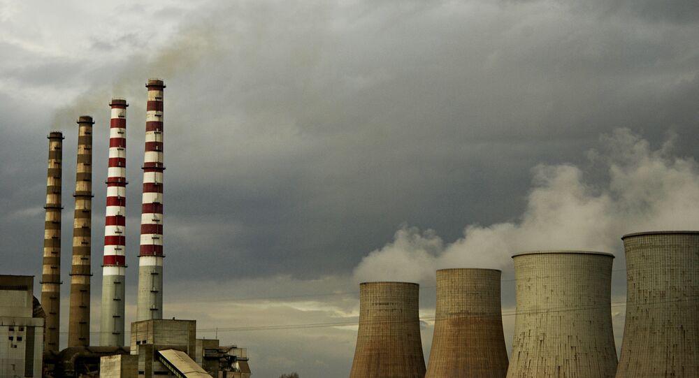 Encanamento da usina elétrica (foto de arquivo)