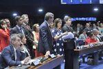 Senadores articulam para tentar reverter os últimos votos no julgamento do impeachment