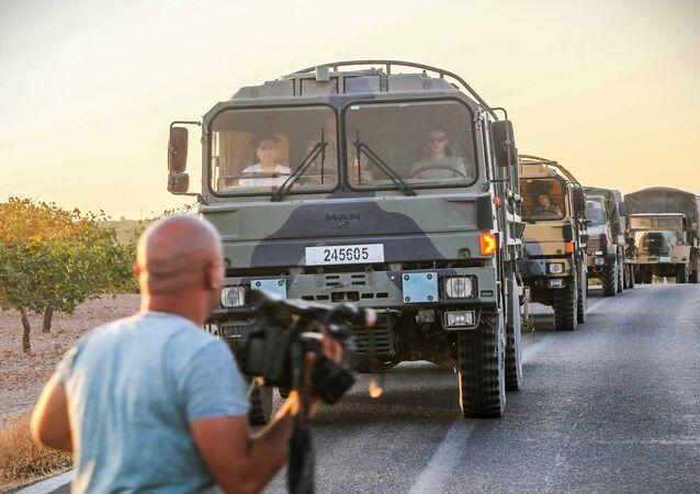 Veículos blindados turcos enviados para a Síria para lutar contra o grupo terrorista Daesh