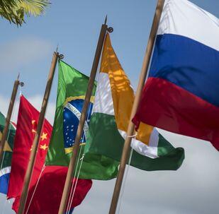 Bandeiras nacionais dos países membros do BRICS