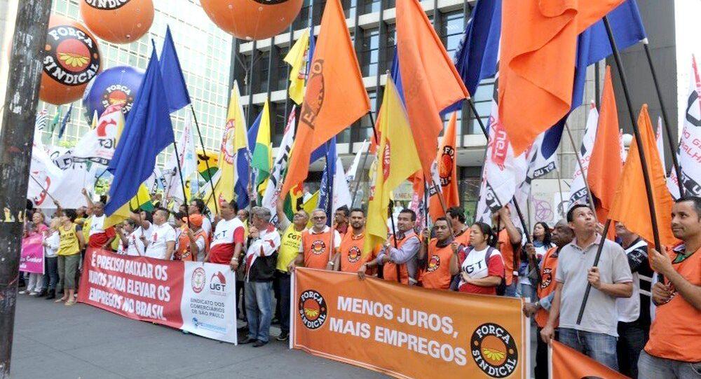 Trabalhadores protestam