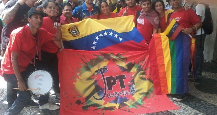 Protesto no Centro do Rio critica golpe e presta solidariedade à Venezuela e ao Brasil