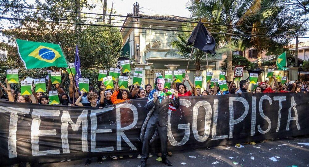 Protesto Flash Mob no Twitter contra o presidente Michel Temer