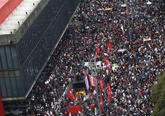 Manifestação na Avenida Paulista contra o presidente Michel Temer