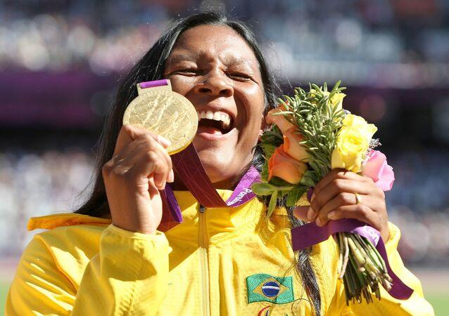A atleta Shirlene Coelho vence e quebra recorde na final do lançamento de dardo F37 no Estádio Olímpico, em Londres 2012