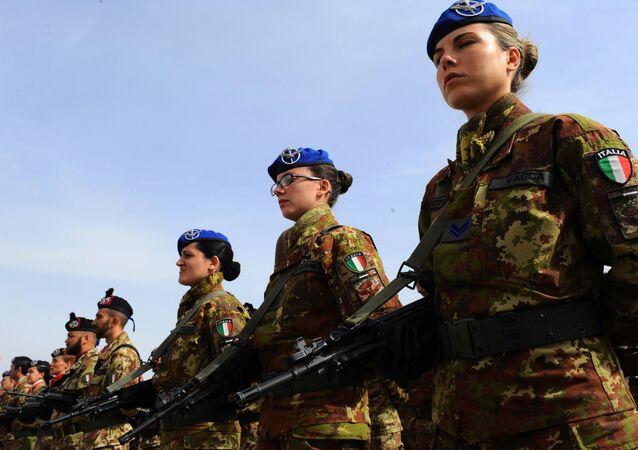 Soldados italianos no campo militar no Afeganistão, 2014 (foto de arquivo)