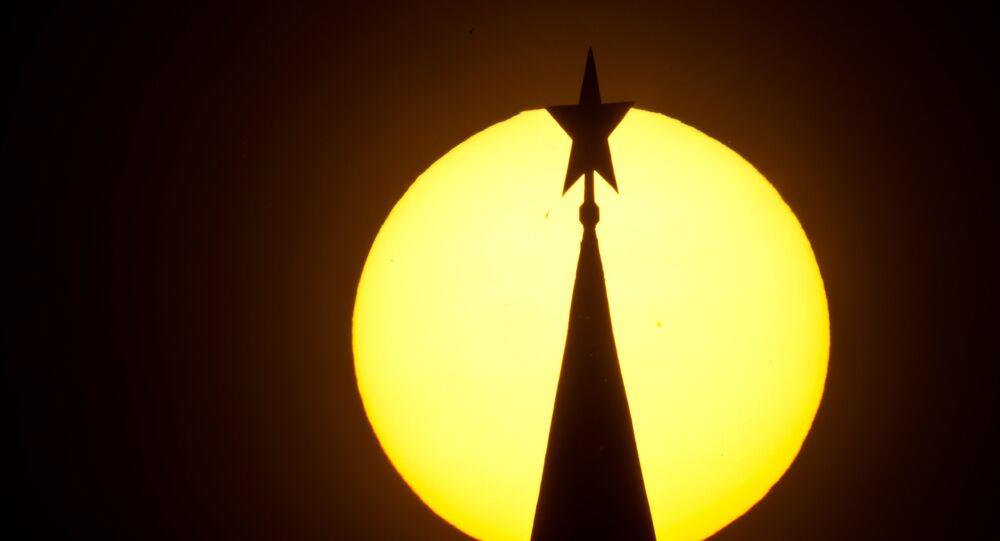 Estrela no torre do Kremlin, Moscou, Rússia (foto de arquivo)