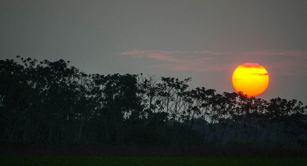 Um pôr do sol em Carauari, em 21 de agosto de 2015